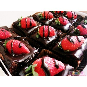 Strawberry Topped Brownies ( 12 Pcs)